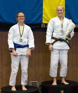 Flickorna: Guldmedaljör Linn Stenberg och Silvermedaljör Ida Plantin, båda från Staffanstorps Judoklubb